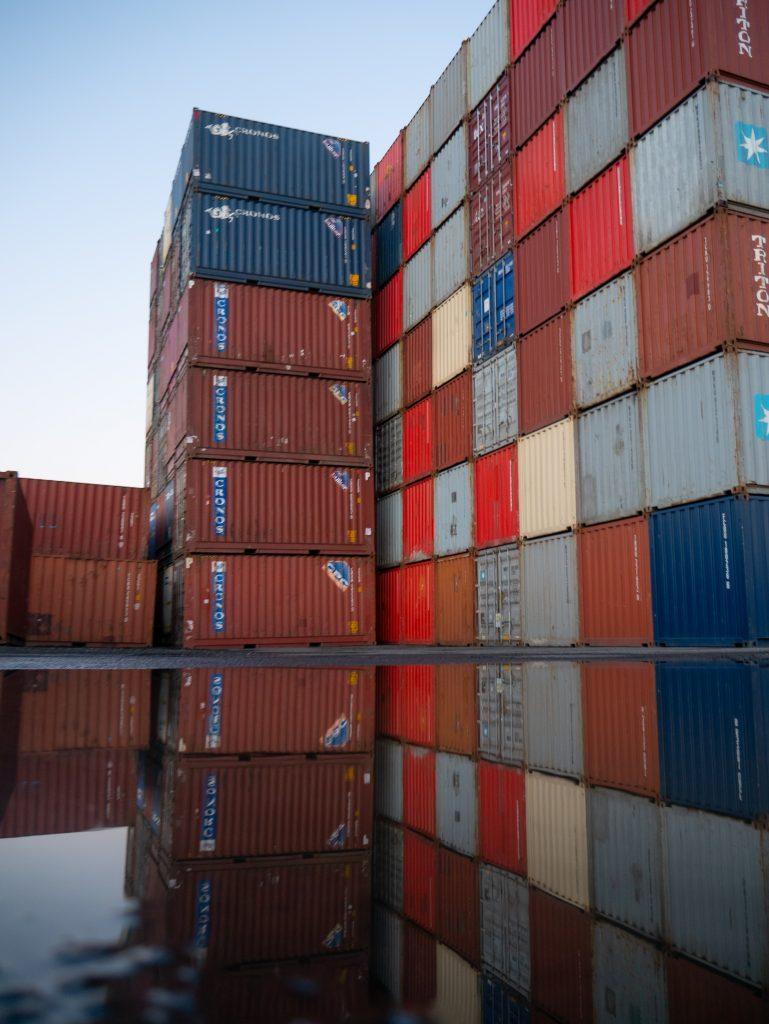 logistics_carrier_truckload_shipping_LTL